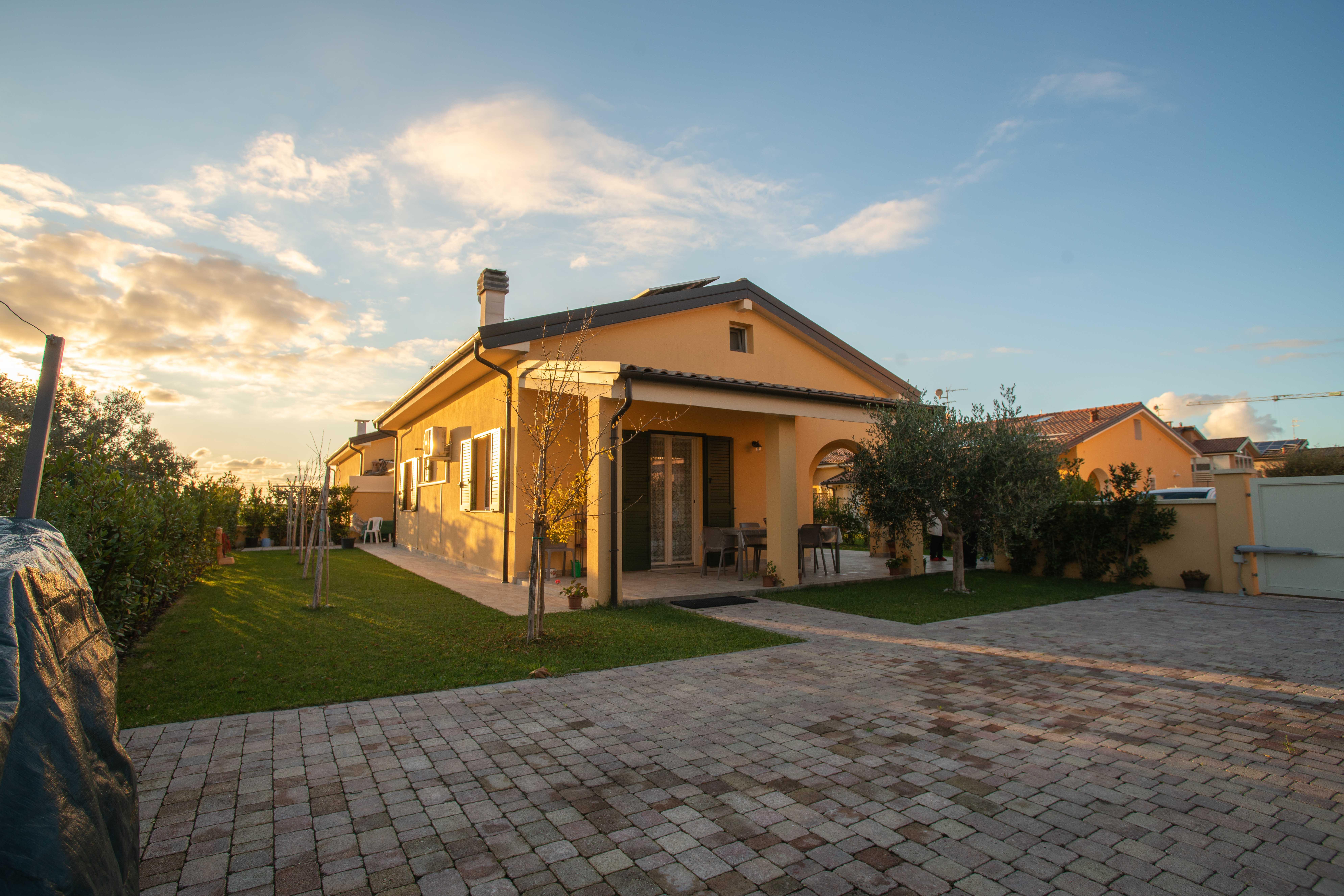 Villetta nuova con giardino